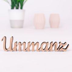Dekoschriftzug Ummanz aus Holz bei KLEINLAUT in über 30 Farben und verschiedenen Größen erhältlich.