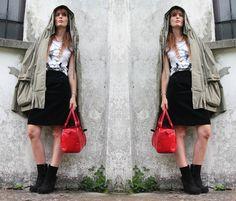 #MarylinMonroe, #gonna #velluto nera, #cinema #icontees #tshirt #velvet #skirt, #tshirt #retro' #tattoo #amemaia, #outfit #parka #borsa #rossa, #fashionblogger, #amanda marzolini, #outfit #idea #outfit #fashion #tshirt #girl