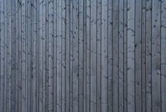 Image 7 of 15 from gallery of House Vihavainen / Mika Huhtala & Kari Pöykkö / Architecture Office Kanttia Photograph by Sauli Kosonen Larch Cladding, House Cladding, Exterior Cladding, Wooden Facade, Wooden Buildings, Wooden Walls, Wooden Houses, Architectural Materials, Architecture Details