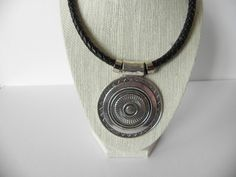 Black necklace, leather necklace, black leather, women necklace, teen necklace, bisuteria, jewrely, gift for her, accesories, silver pendant de PekitasCreations en Etsy