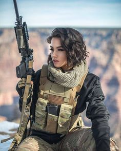 Amazing WTF Facts: Military Girls Wallpaper - Women in the Military Photo - Girls and Guns - Tactical Girls Vans Girls, Mädchen In Uniform, Plate Carrier, Female Soldier, Army Soldier, Military Girl, Warrior Girl, Military Women, Badass Women