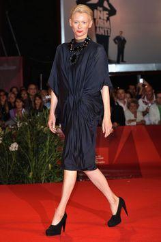 Tilda Swinton en robe Lanvin de la pré collection automne-hiver 2008-2009 à Londres