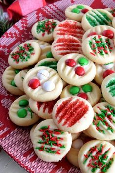 Whipped Christmas Shortbread - Lord Byron's Kitchen Christmas Snacks, Christmas Cooking, Christmas Party Deserts, Christmas Cookie Recipes, Fun Holiday Desserts, Christmas Brownies, Best Holiday Cookies, Christmas Goodies, Christmas Candy