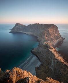 """2,983 tykkäystä, 12 kommenttia - LOFOTEN (@lofoten) Instagramissa: """"The beautiful view from Værøy ⛰ #Lofoten photo by @joffreymaluski"""""""