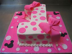 shaped Minnie Mouse themed cake iced in white butter icing decorated with pink fondant polka dots & puffy bows Minnie Mouse 1st Birthday, Minnie Mouse Theme, 1st Birthday Cakes, Pink Minnie, Baby 1st Birthday, First Birthday Parties, First Birthdays, Birthday Ideas, Minni Mouse Cake