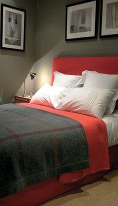 Chambre à coucher Flamant - Dans les tons noirs et rouges avec une très belle peinture
