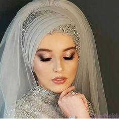 The 30 most exclusive hijab models of the 2020 season Bridal Hijab Styles, Hijab Wedding Dresses, Hijab Bride, Hijab Dress, Hijab Turban Style, How To Wear Hijab, Hijab Style Tutorial, Hair Scarf Styles, Mohawk