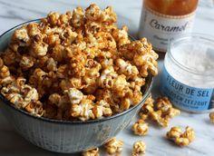 Een film of avond series kijken is niet compleet zonder popcorn, maar gaje dan voor zoet of zout? Met deze salted caramel popcorn heb je hetbest of both worlds en kun je eindeloosgenieten! Verwarm je oven voor op 125 graden. Verwarm een flinke scheut zonnebloemolie in een braadpan zodat de dikke bodem van de pan …