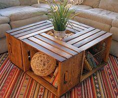 Mesa de centro con cajas de madera recicladas.