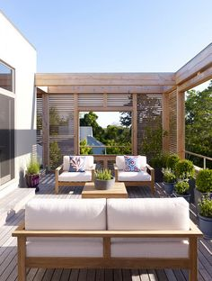 Deck Privacy Screen. Deck Privacy Screen Ideas. Modern Deck Privacy Screen Ideas. The deck and the privacy screen wood is Ipe which is very durable and tough, suitable for outdoor use. #deck #ipe #privacyscreens Austin Patterson Disston Architects