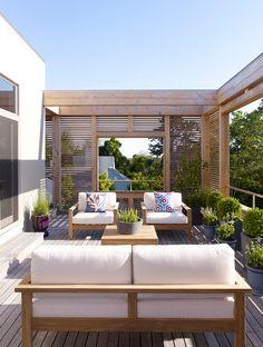 Un espace détente bien aménagé !#aménagement #détente #soleil #terrasse #maison #plante #déco #décoration http://www.m-habitat.fr/terrasse/amenagement-et-mobilier-de-terrasse/les-indispensables-pour-une-terrasse-conviviale-4295_A