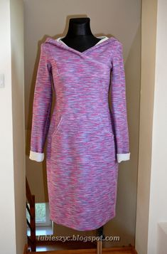 Hooded Sweatshirt dress. Pattern and site need to be translated