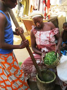 Senegal - grinding Moringa Oleifera leaves into powder so can be used by the local hospital pharmacy as a nutrition supplement for mothers and children at risk of malnutrition. Photo:  Michelle O'Malley, Peace Corps