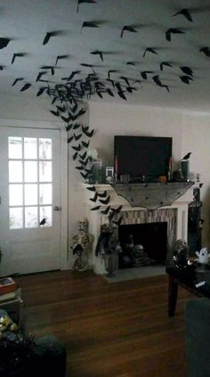 33 Halloween Decorations That Will Remind You You're Already Late Diy diy halloween crafts Soirée Halloween, Adornos Halloween, Cheap Halloween Costumes, Holidays Halloween, Halloween Fireplace, Halloween Makeup, Outdoor Halloween, Halloween Party Ideas, Halloween Garage Door