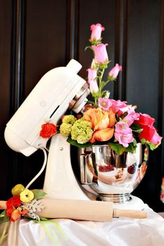 Just goes to show anything can be a vase! Great for a Bridal Kitchen tea Creative Kitchen Themed Bridal Shower OMG how cute is that? And I do have a KitchenAid standing mixer already. Donut Bar, Party Decoration, House Decorations, Before Wedding, Deco Table, Shower Party, House Warming, Flower Arrangements, Floral Arrangement