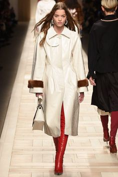 See the complete Fendi Fall 2017 Ready-to-Wear collection.