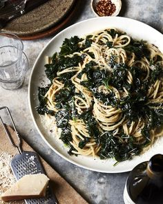 Cheesy Kale Pasta from www.whatsgabycook… (What's Gaby Cooking) Cheesy Kale Pasta from www.whatsgabycook… (What's Gaby Cooking) Parmesan Orzo, Edamame, Vegetarian Pasta Recipes, Healthy Recipes, Healthy Meals, Kale Recipes, Vegan Pasta, Dinner Healthy, Yummy Recipes