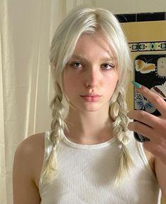 Bleached Eyebrows, Bleached Hair, Hair Inspo, Hair Inspiration, Bleach Blonde Hair, Dye My Hair, Aesthetic Hair, Madame, Pretty Hairstyles