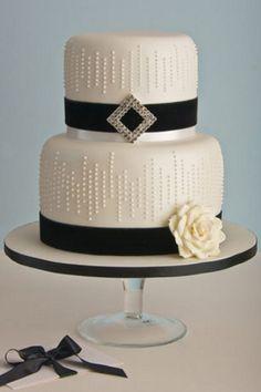 Monochrome #wedding #cake ideas: http://www.weddingandweddingflowers.co.uk/article.php?id=611