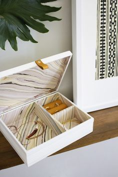 DIY Marbled Jewelry Box – Using A Cigar Box