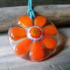 Oranje daisy halsketting  gesmolten glas hangend