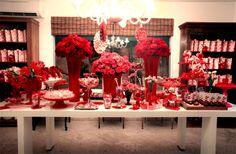 Mesa com flores.