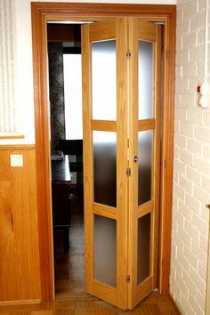 JORO Taitto-ovi lasiruudulla Bathroom Under Stairs, Gates, Wardrobe Doors, Understairs Bathroom, Armoire, Mirror, Furniture, Home Decor, Doors
