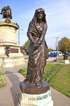Statue of Shakespeare's Lady Macbeth in Bancroft Gardens, Stratford-upon-Avon, Warwickshire, England, UK Statues, Shakespeare's Birthplace, England And Scotland, England Uk, Lady Macbeth, Stratford Upon Avon, Voyage Europe, Bronze, West Midlands
