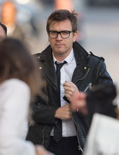 Obi ft. glasses & the leather jacket Padmé insists 'looks good on you'.