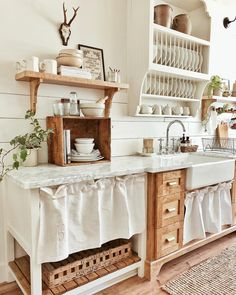 This year's Best Kitchen Organization project in the Considered Design Awards is Whitetail Farmhouse, a country kitchen in a small town in Texas. Rustic Kitchen, Country Kitchen, New Kitchen, Vintage Kitchen, Kitchen Dining, Kitchen Decor, Kitchen White, Country Life, Cottage Kitchens