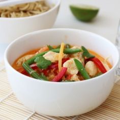 » UKEMENY 6/2017 Thai Chicken, Pasta Salad, Food Inspiration, Thai Red Curry, Salsa, Mexican, Meat, Ethnic Recipes, God
