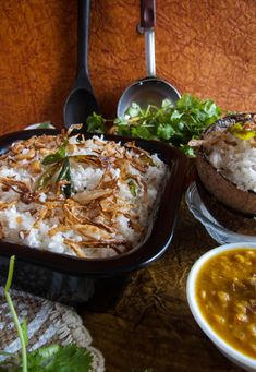 This South Indian Coconut rice recipe also known as Thengai Sadam and Kobbari Annam is a traditional mildly spiced rich recipe made with freshly grated coconut. #coconutrice #rice #coconut #ricerecipe #healthy #lunch #dinner #indianrecipes #maincourse Rice Recipes For Lunch, Easy Healthy Recipes, Breakfast Recipes, South Indian Coconut Rice Recipe, Vegetarian Lunch, Vegetarian Recipes, Cheap Meals, Easy Meals, Side Dish Recipes
