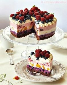 Colorful cheesecake with summer fruits on biscuits Fruit Cheesecake, Cheesecake Recipes, Dessert Recipes, Summer Cheesecake, Just Desserts, Delicious Desserts, Yummy Food, Food Cakes, Cupcake Cakes