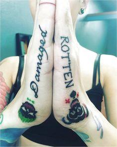 harley and joker tattoo couple \ harley and joker tattoo ; harley and joker tattoo couple ; harley and joker tattoo mad love ; harley and joker tattoo ideas Hand Tattoos, Wörter Tattoos, Love Tattoos, Beautiful Tattoos, Body Art Tattoos, Tatoos, Harley Quinn Tattoo, Harley Tattoos, Joker And Harley Quinn