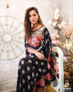 Raiza Wilson Raiza Wilson, Tamil Actress Photos, South Indian Actress, Bollywood Actress, Indian Actresses, Glamour, Gowns, Female, Celebrities