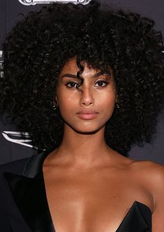 Para seeing that cacheadas electronic crespas, dormir sem desmanchar os in this handset cachos parece Afro Hair Style, Curly Hair Styles, Natural Hair Styles, Afro Girl, Curly Girl, Ebony Beauty, Dark Beauty, Beautiful Black Girl, African Beauty