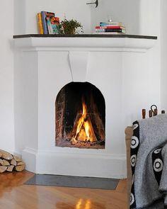 Best 8 Scandinavian Style Fireplace Design Ideas For Inspiration – IDEAS – - Pink Rezepte Stone Fireplace Designs, Stucco Fireplace, Cottage Fireplace, Old Fireplace, Living Room With Fireplace, Fireplace Ideas, Scandinavian Style, Scandinavian Fireplace, Scandinavian Interiors