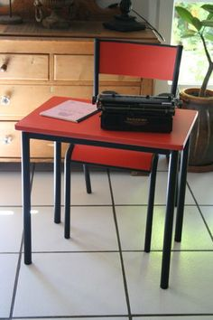 "Bureau vintage ""Haribo"" rouge"