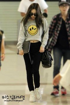 SNSD TaeYeon @ Airport. I love the quirky smiley face sweater that Taeyeon is wearing.