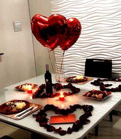 Romantic Dinner Tables, Romantic Dinner Setting, Romantic Dinners, Romantic Gifts, Romantic Food, Romantic Picnics, Romantic Ideas, Valentines Day History, Valentines Day Dinner