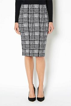 Witchery printed tube skirt. Professional Wardrobe, New Wardrobe, Wardrobe Staples, Corporate Chic, Work Fashion, Fashion Ideas, Tube Skirt, Business Chic, Printed Skirts
