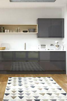 Hochglanzküche, Hochglanzfronten, Küche Mit Hochglanz, Graue Küche, Graue  Fronten, Dunkelgrau,
