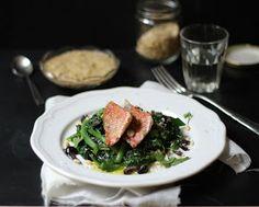 Triglie con spinaci e tarator di pinoli; una variante del libanese samak tarator, proposta dal bravo chef Vaggelis Driskas.