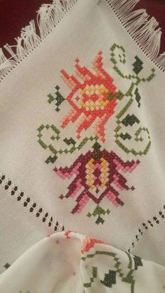 Crochet Pillow Pattern, Plastic Canvas, Cross Stitching, Hand Embroidery, Diy And Crafts, Folk, Projects To Try, Pillows, Architecture