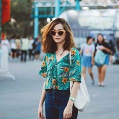 ohh this shirt Short Hair Fashion Outfits, Short Outfits, Cool Outfits, Casual Outfits, Summer Outfits, Fashion Dresses, Floral Shirt Outfit, Outfits Con Camisa, Tropical Fashion