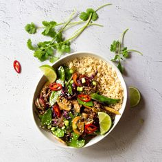 Brown Rice Stir fry is one of my all time favourites. it's soooo easy and super filling! This is also a greeeeat way to get all those extra veggies into your super busy day! Healthy Salads, Healthy Cooking, Healthy Dinner Recipes, Healthy Eating, Vegan Dinners, Rice Recipes, Vegetarian Recipes, Stir Fry Meal Prep, Healthy Recipe Videos
