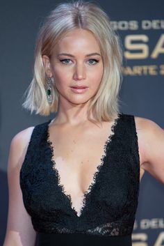 Get the Look: Jennifer Lawrence's 'Hunger Games' Premiere Beauty Jennifer Lawrence Hair, Celebrity Bobs, Fall Hair Cuts, Cool Blonde Hair, Grey Blonde, Bleach Blonde, Blonde Women, Dark Hair, Work Hairstyles
