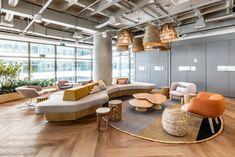Decolar — Pitá Arquitetura Office Lounge, Office Seating, Lounge Seating, Lounge Areas, Lounge Design, Modern Architecture House, Interior Architecture, Futuristic Architecture, Modern Houses