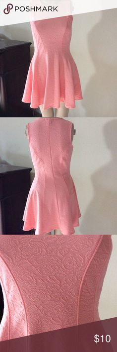 🎉must bundle to ship- Pretty peach dress Worn once - great condition - peach red color Finesse Dresses