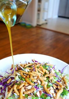 Sweet and tangy dressing being poured over a tangy asian sesame salad. Asian Recipes, Healthy Recipes, Asian Foods, Healthy Options, Clean Eating, Healthy Eating, Good Food, Yummy Food, Soup And Salad